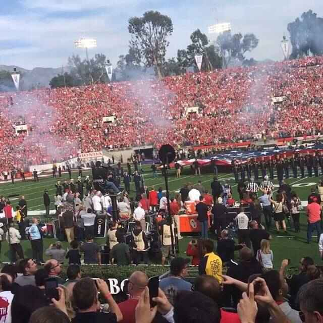 Amazing #flyover @rosebowlgame - gave me chills! Thank you service and for making the RoseBowl 🌹even more amazing. #B2f...